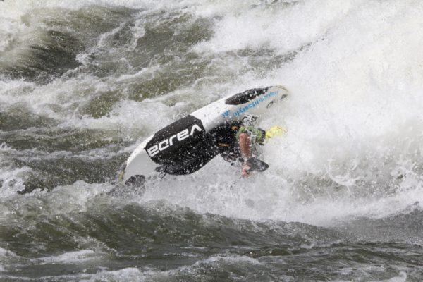 Biały Nil w Ugandzie - raj dla kajakarzy freestyle'owych