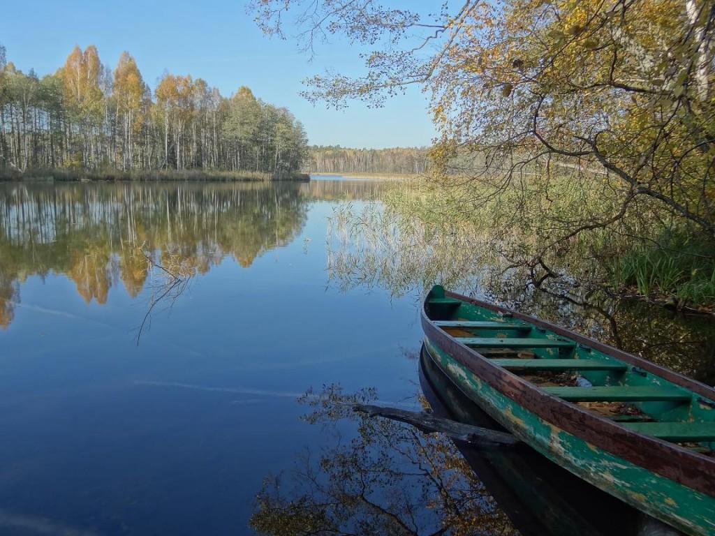 Jezioro Krutyńskie - złota jesień na Mazurach. Fot. Archiwum Mazury PTTK