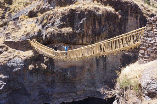 Uczestnicy wyprawy na moście Inków (fot. Hubert Kisiński)