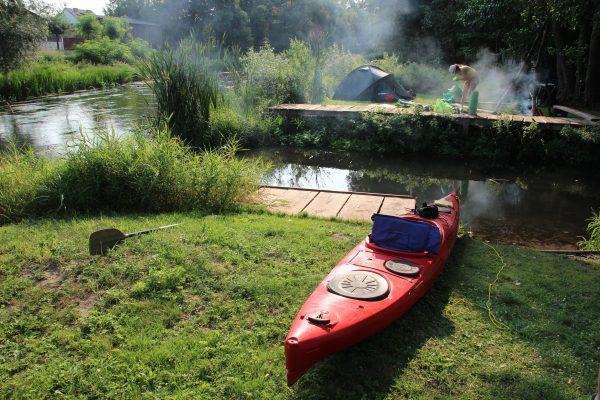 W Szczercowie, biwak nad rzeką (fot. Tomasz Andrzej Krajewski)