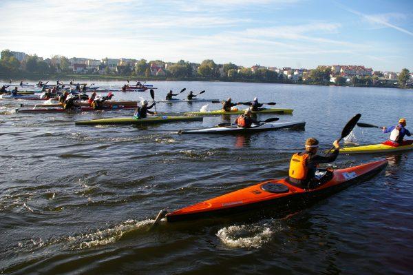 Jesienny Maraton Kajakowy Jeziorak - start (fot. Kinga.Kępa)