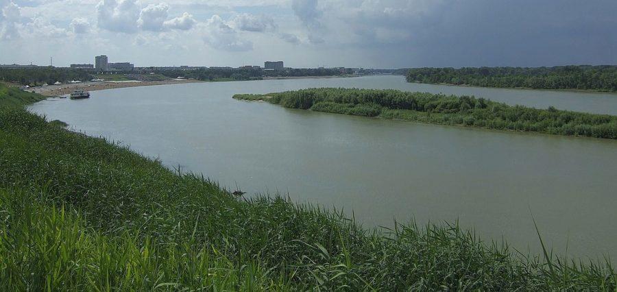 Rzeka Irtysz koło Pawłodaru. https://pl.wikipedia.org/wiki/Irtysz